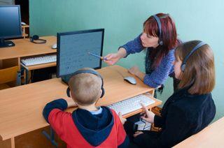 Teacher-kids-laptop