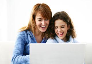 Mom-child-laptop